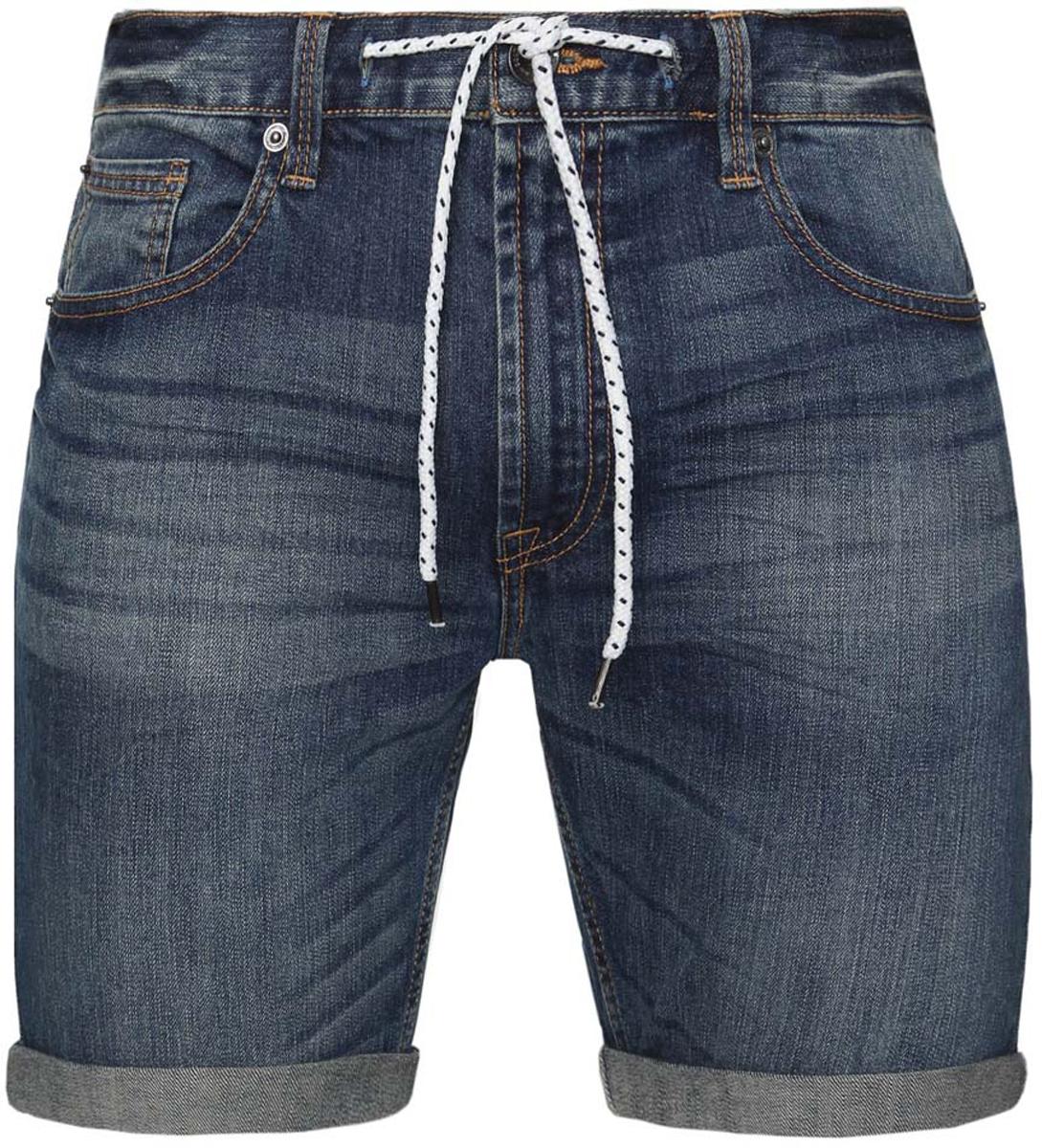 Шорты6L210021M/39643N/7000WСтильные мужские джинсовые шорты oodji Lab изготовлены из хлопка c добавлением полиуретана. Застегивается модель на пуговицу и ширинку на застежке-молнии, имеются затягивающийся шнурок и шлевки для ремня. Спереди модель дополнена двумя втачными карманами и одним небольшим накладным кармашком, а сзади - двумя накладными карманами. Модель оформлена эффектом потертости и перманентными складками.