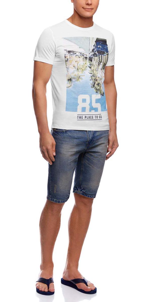 Футболка5L611304M/39485N/1223PМужская футболка oodji изготовлена из высококачественного натурального хлопка. Модель с короткими рукавами и круглым вырезом горловины украшена современным принтом.