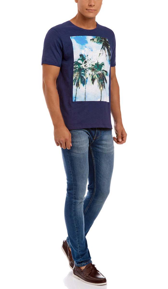 Футболка5L611272M/44164N/1052PМужская футболка oodji изготовлена из высококачественного натурального хлопка. Модель с короткими рукавами и круглым вырезом горловины оформлена принтом с изображением пальм и надписями на английском языке. Рукава дополнены отворотами. На спинке выполнен декоративный шов.
