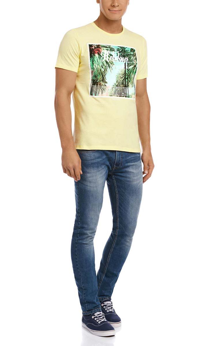 Футболка5L611270M/44135N/5062PМужская футболка oodji выполнена из плотной хлопковой ткани. Модель с короткими рукавами и круглым вырезом горловины оформлена модным принтом с изображением пальм и дополнена надписями на английском языке.