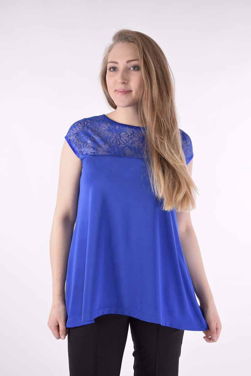 171206Стильная блузка Milana Style выполнена из качественного полиэстера. Модель свободного покроя с круглым вырезом горловины и короткими цельнокроеными рукавами. Верх блузки оформлен прозрачным кружевом, а по бокам изделие немного удлиненное. Такая блузка поможет создать вам яркий и привлекательный образ.