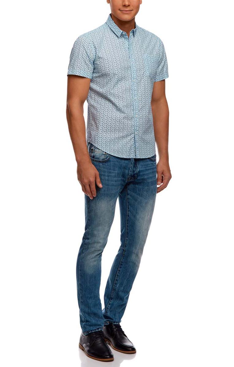Рубашка3L410092M/19370N/7579FСтильная мужская рубашка oodji Lab выполнена из натурального хлопка. Модель с отложным воротником и короткими рукавами застегивается на пуговицы по всей длине. Оформлена рубашка мелким контрастным принтом и дополнена спереди накладным карманом.