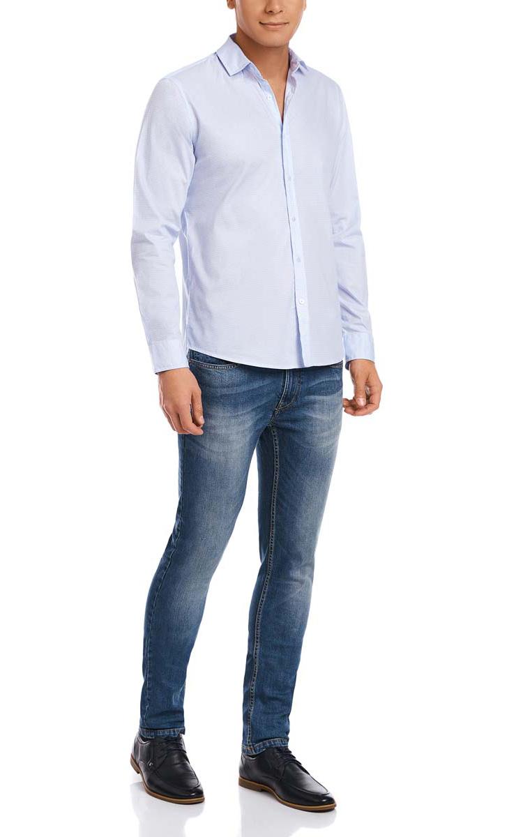 Рубашка3L310120M/34156N/1070GМужская рубашка oodji из натурального хлопка скроена по классическому силуэту и плотно садится по фигуре. Имеет скругленный низ, длинные рукава, застегивается на пуговицы спереди и на манжетах. Две запасные пуговицы подшиты с обратной стороны полы.