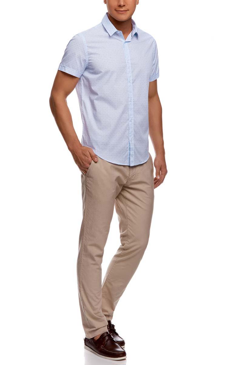 3L210034M/24967N/1070GМужская рубашка oodji из натурального хлопка скроена по классическому силуэту и плотно садится по фигуре. Имеет скругленный низ, короткие рукава, застегивается на пуговицы спереди. Одна запасная пуговица подшита с обратной стороны полы.