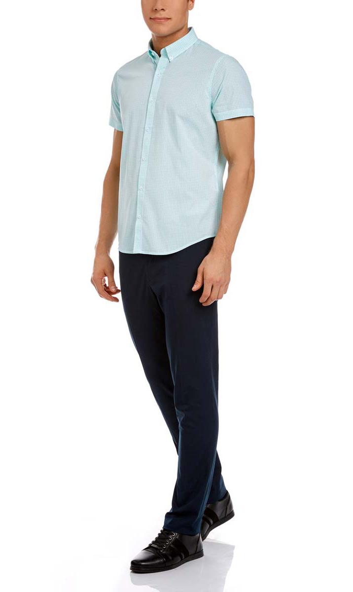 Рубашка3L210030M/44192N/106CCМужская рубашка oodji из натурального хлопка скроена по классическому силуэту и плотно садится по фигуре. Имеет короткие рукава, застегивается на пуговицы спереди. Две запасные пуговицы подшиты с обратной стороны полы.
