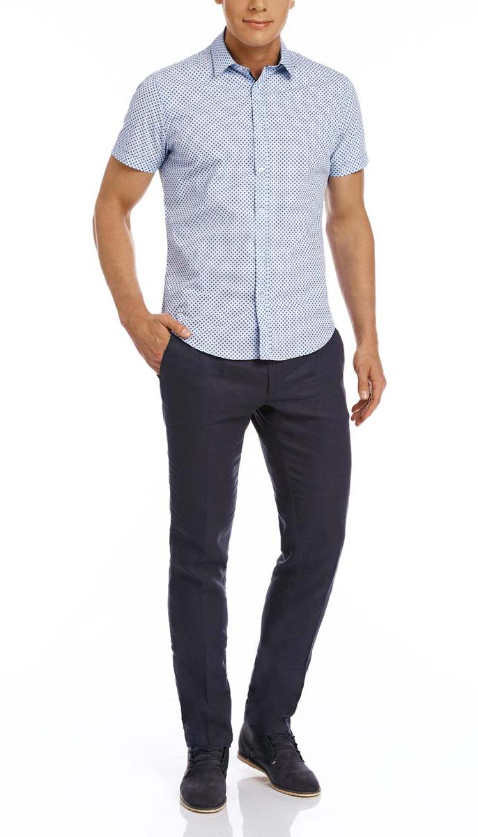 Рубашка3L210029M/19370N/7075GСтильная мужская рубашка oodji Lab выполнена из натурального хлопка. Модель с отложным воротником и короткими рукавами застегивается на пуговицы спереди. Оформлена рубашка мелким контрастным принтом.