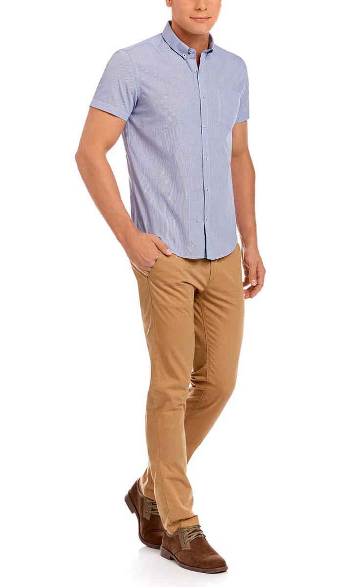 Рубашка3L210024M/44172N/1075CМужская рубашка oodji из натурального хлопка скроена по классическому силуэту и плотно садится по фигуре. Имеет короткие рукава, застегивается на пуговицы спереди. Две запасные пуговицы подшиты с обратной стороны полы и одна сзади на воротничкек.