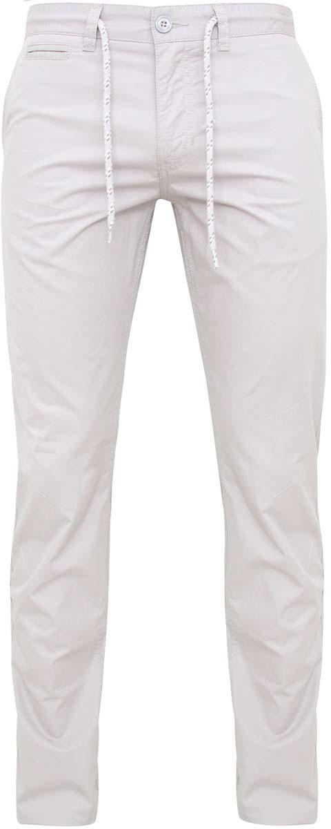 Брюки2L100055M/39592N/2000NСтильные мужские брюки oodji Lab выполнены из натурального хлопка. Модель стандартной посадки застегивается на пуговицу в поясе и ширинку на застежке-молнии. Пояс дополнен шнурком и имеет шлевки для ремня. Спереди брюки дополнены двумя втачными карманами и прорезным кармашком, сзади - двумя прорезными карманами на пуговицах.