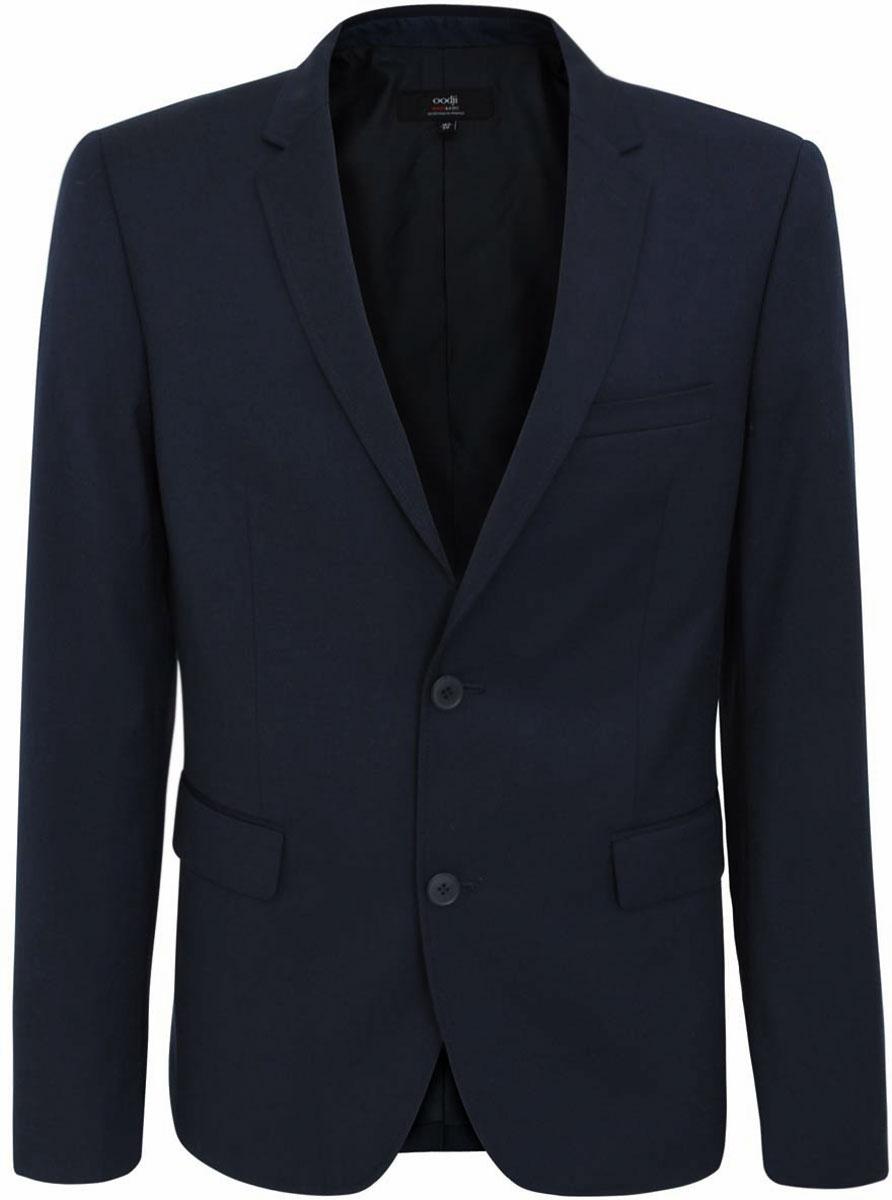 2B420011M/21929N/7900NМужской пиджак oodji Basic скроен по классическому силуэту и плотно садится по фигуре. Имеет длинные рукава, воротник с лацканами и карман слева на груди. Застегивается на пуговицы спереди и на манжетах. Сзади имеется шлица.