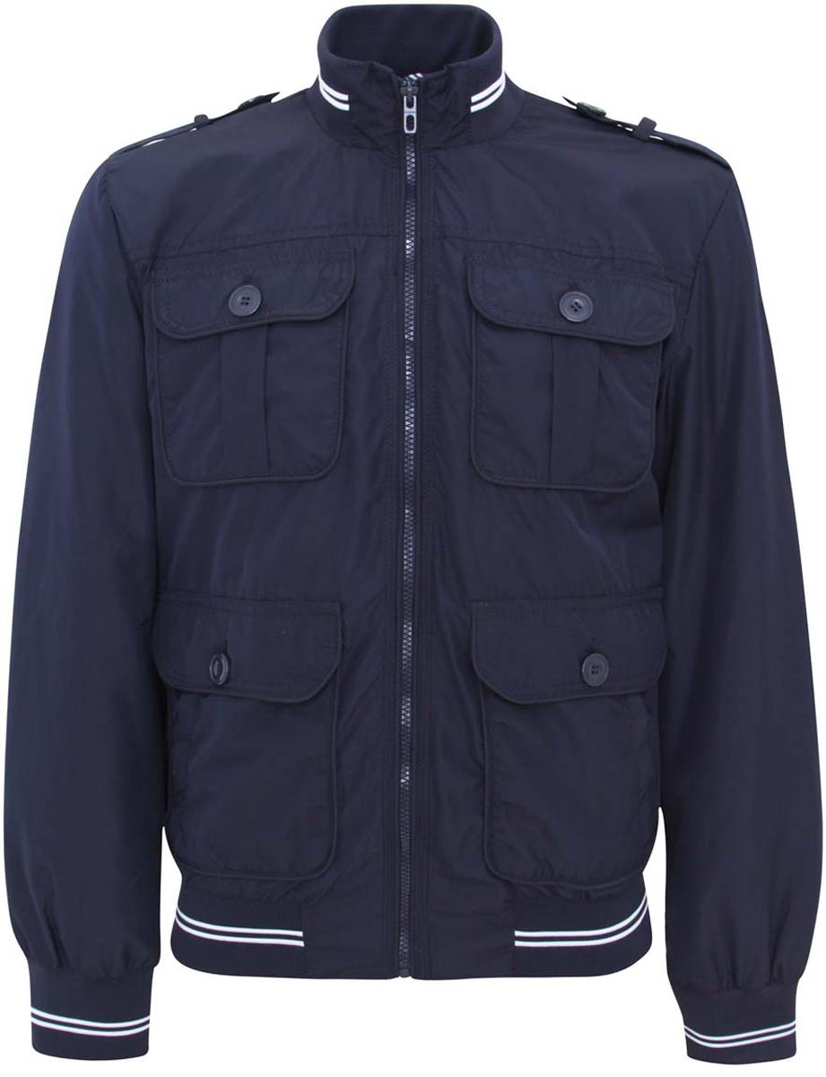 Куртка1L511033M/23466N/7900NМужская куртка oodji изготовлена из полиэстера. В качестве подкладки используется хлопок и полиэстер (рукава). Модель застёгивается на застежку-молнию. Воротник, низ куртки и рукавов дополнены резинками. Спереди расположены четыре кармана под клапанами на пуговицах и два врезных кармана на молниях. С внутренней стороны - прорезной карман на застежке-молнии. Плечи дополнены декоративными хлястиками на пуговицах.
