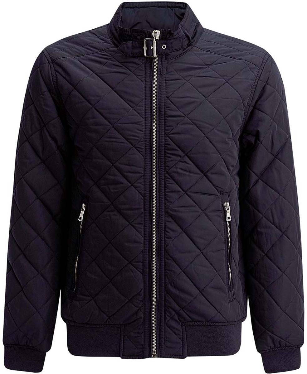 Куртка1L111015M/44330N/2900NСтильная мужская куртка oodji Lab изготовлена из высококачественного полиэстера. В качестве утеплителя используется полиэстер. Стеганая модель с воротником-стойкой застегивается на застежку-молнию и дополнительно на небольшой ремешок в области воротника. Спереди расположены два втачных кармана на застежках-молниях, с внутренней стороны - прорезной карман на молнии. Манжеты рукавов дополнены трикотажными напульсниками. По низу куртка также дополнена трикотажной резинкой.