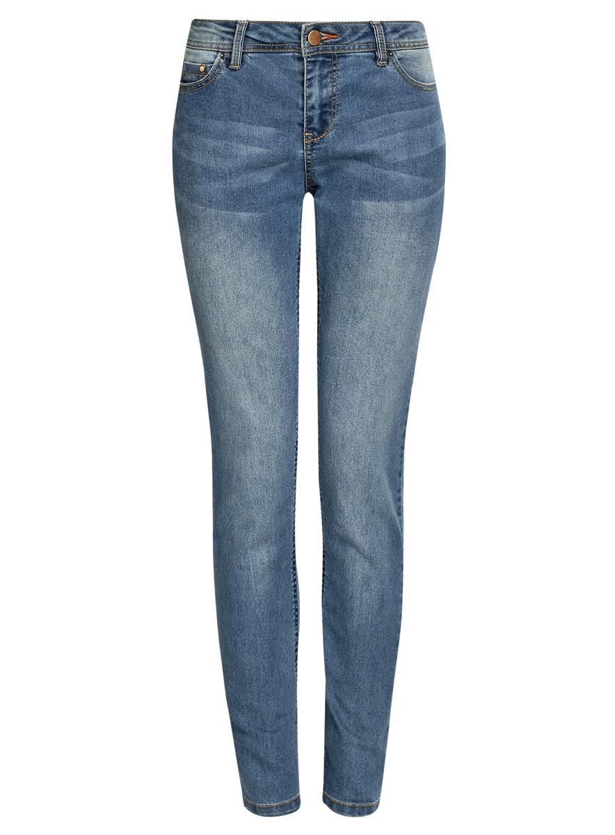 12103126/19603/7500WСтильные женские джинсы oodji Denim выполнены из хлопка с добавлением полиэстера и полиуретана. Материал мягкий и приятный на ощупь, не сковывает движения и позволяет коже дышать. Джинсы-скинни со средней посадкой застегиваются на пуговицу в поясе и ширинку на застежке-молнии. На поясе предусмотрены шлевки для ремня. Спереди модель дополнена двумя втачными карманами и одним накладным кармашком, сзади - двумя накладными карманами. Модель оформлена контрастной прострочкой.