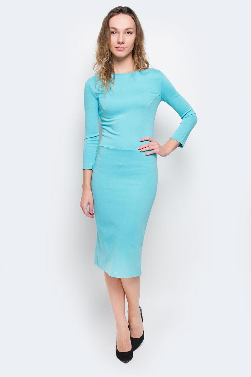 P79D-BСтильное платье от Анны Чапман выполнено из плотного трикотажного материала. Модель приталенного силуэта с круглым вырезом горловины, отрезной талией и рукавами длиной 3/4. На спинке платье застегивается на потайную молнию и имеет глубокий V-образный вырез. Спереди юбка имеет форму карандаш, а сзади дополнена декоративным воланом. Модное платье лаконичного дизайна органично впишется в повседневный гардероб.