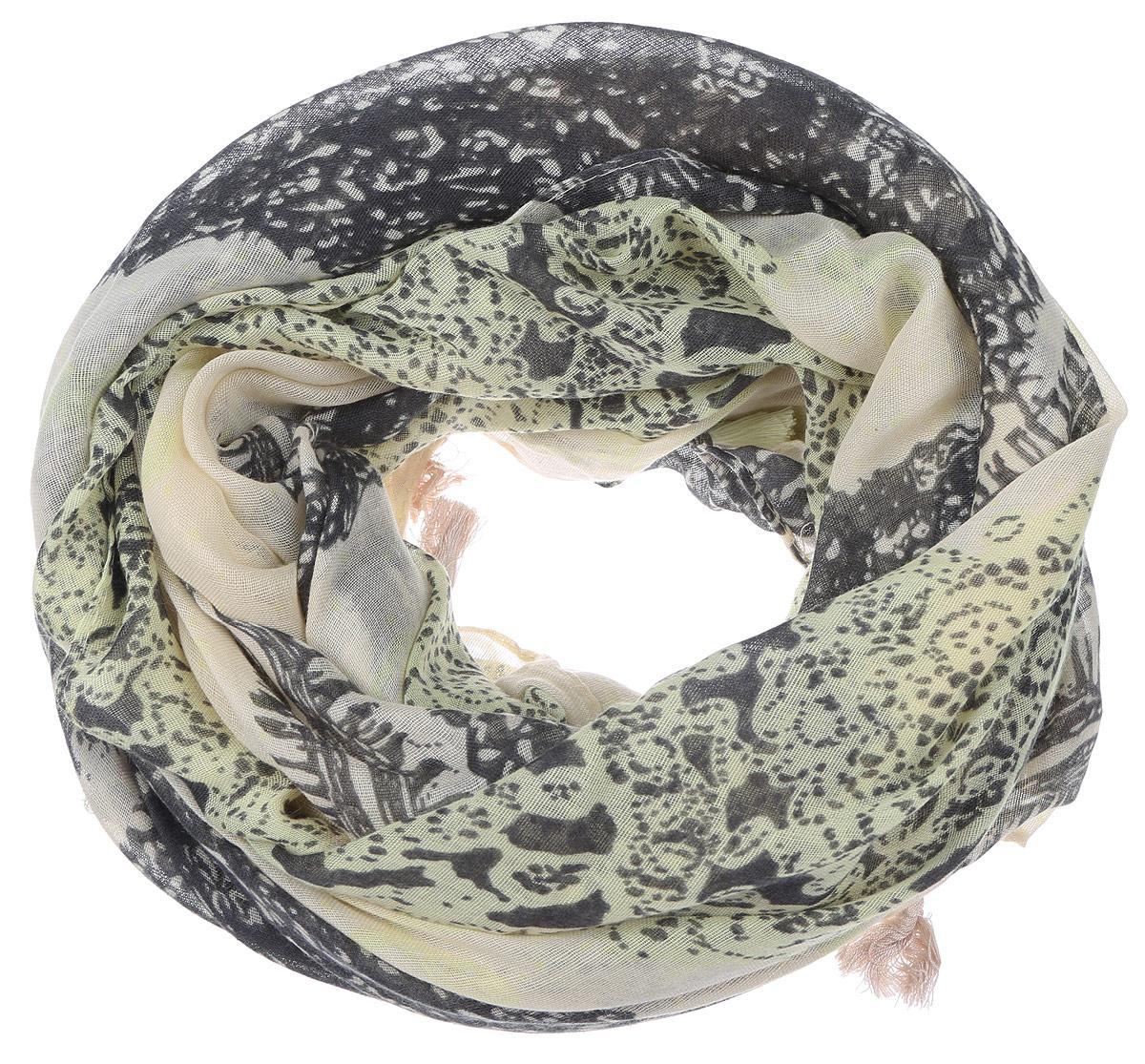 ПалантинYY-21667-38Элегантный палантин Sophie Ramage изготовлен из высококачественного модала с добавлением шелка. Оформлена модель стильным принтом с узорами и дополнена по краям бахромой в виде пушистых кисточек. Палантин красиво драпируется, он превосходно дополнит любой наряд и подчеркнет ваш изысканный вкус.