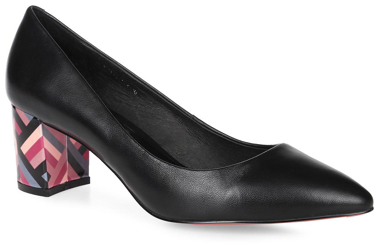 W2119-T01-10Элегантные туфли выполнены из натуральной кожи. Стелька и внутренняя поверхность выполнены из натуральной кожи, которая обеспечит комфорт при движении и предотвратит натирание. Модель оснащена устойчивым каблуком. Подошва выполнена из термопластичного материала.