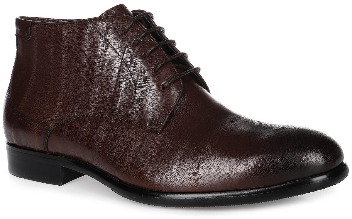 91-216-01-5Мужские ботинки от Paolo Conte выполнены из натуральной кожи. Подъем модели оформлен шнуровкой и дополнен сбоку застежкой-молнией. Подкладка и стелька изготовлены из байки. Резиновая подошва оснащена рифлением.