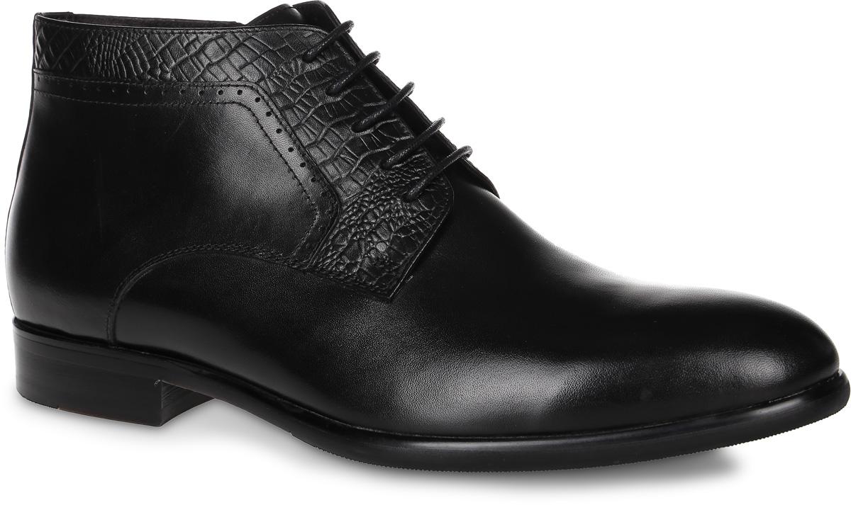 91-216-10-5Мужские ботинки от Paolo Conte выполнены из натуральной кожи. Подъем модели оформлен шнуровкой, боковая сторона дополнена застежкой-молнией. Берцы декорированы текстурной кожей под рептилию и перфорированными элементами. Подкладка и стелька изготовлены из байки. Резиновая подошва оснащена рифлением.