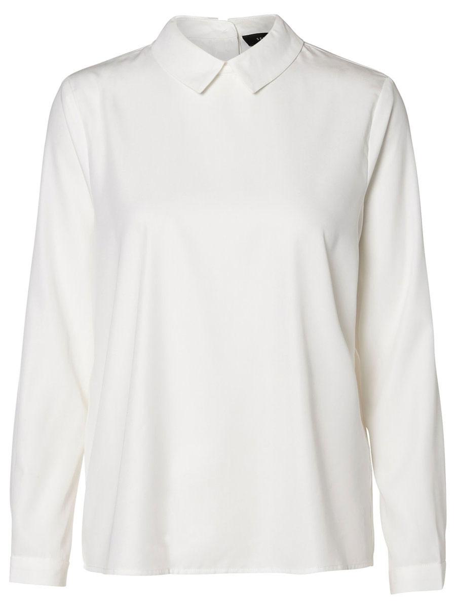 16053092_Snow WhiteМодная женская блузка Selected Femme изготовлена из лиоцелла с добавлением полиэстера. Модель свободного кроя с отложным воротником и длинными рукавами застегивается на пуговицы по всей длине, расположенные на спинке. Манжеты рукавов оснащены застежками-пуговицами.