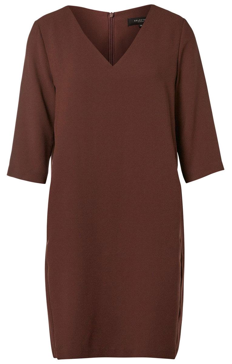 Платье16053026_Flame ScarletМодное платье Selected Femme изготовлено из высококачественного полиэстера. Модель-миди прямого кроя с V-образным вырезом горловины и рукавами 3/4 застегивается на застежку-молнию, расположенную на спинке.