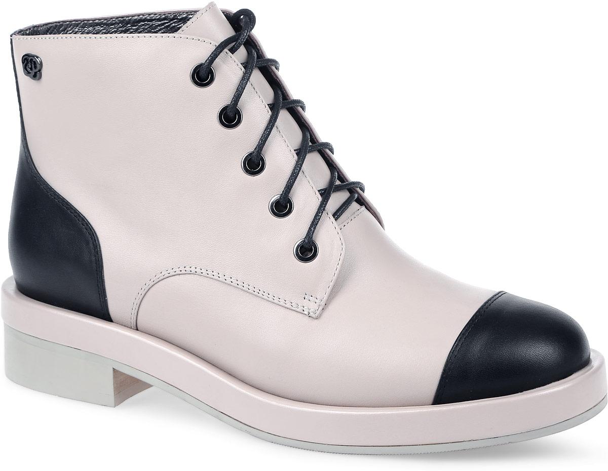 W2104-X02-2Женские ботинки от Graciana выполнены из натуральной кожи. Подъем оформлен шнуровкой. Носок и задник декорированы вставками контрастного цвета. Стелька и подкладка изготовлены из натуральной кожи. Подошва из полимерного термопластичного материала оснащена рифлением.