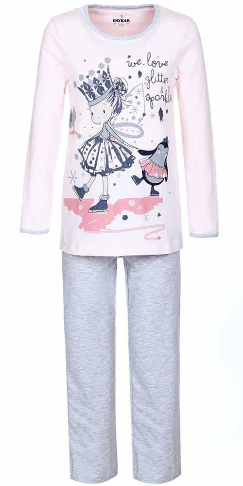 N9001248Пижама для девочки Baykar включает в себя лонгслив и брюки. Пижама изготовлена из эластичного хлопка. Лонгслив с длинными рукавами и круглым вырезом горловины отделан бейкой по горловине и манжетам рукавов. Модель оформлена принтом с изображением принцессы и пингвина. Прямые брюки с широкой эластичной резинкой на поясе имеют комфортные эластичные швы.