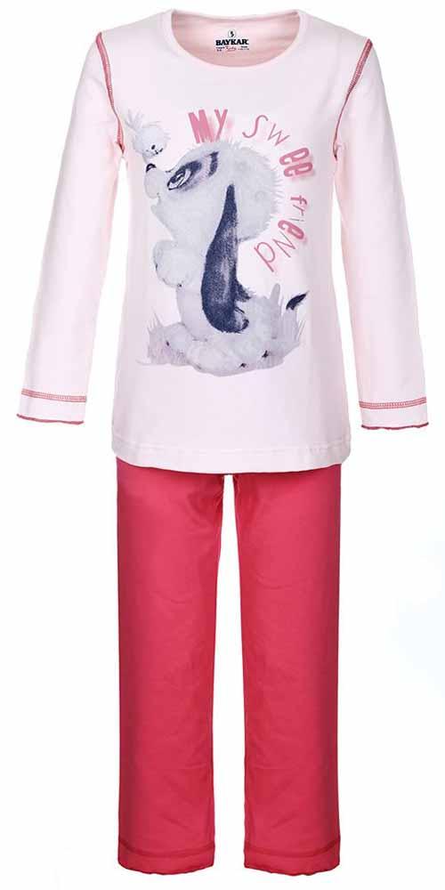 ПижамаN9002248Мягкая пижама для девочки Baykar, состоящая из футболки с длинным рукавом и брюк выполнена из хлопка с добавлением эластана. Футболка с круглым вырезом горловины и длинными рукавами. Брюки на талии имеют мягкую резинку, благодаря чему они не сдавливают животик ребенка и не сползают. Изделие оформлено интересным принтом и надписями.