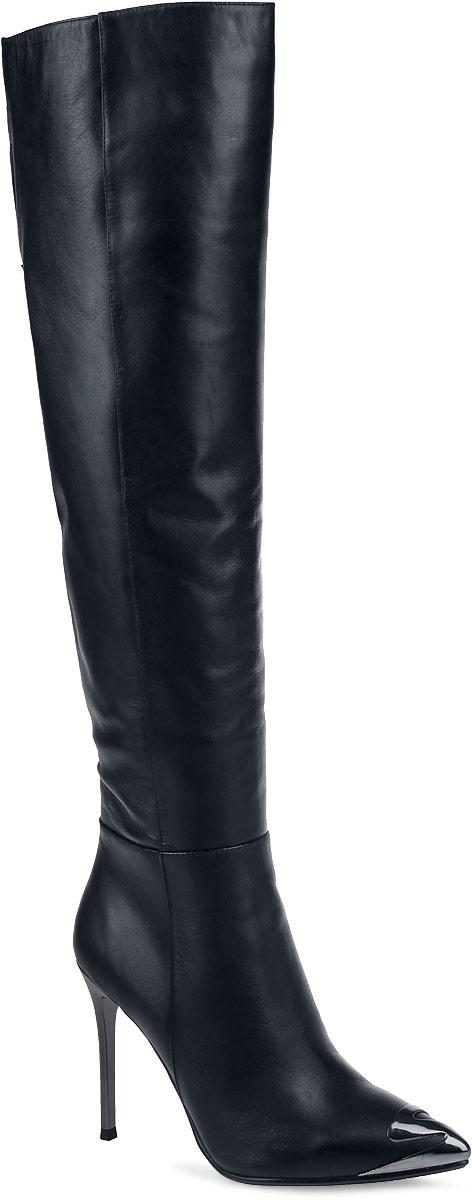 91-125-61-5Женские ботфорты от Paolo Conte выполнены из натуральной кожи. Подкладка и стелька выполнены из байки. Застегивается модель на боковую застежку-молнию до середины голенища. Верхняя часть голенища оформлена разрезом и дополнена эластичной вставкой. Высокий каблук-шпилька, стилизованный под металл, невероятно устойчив. Заостренный носок оформлен декоративной накладкой, стилизованной под металл. Подошва и каблук дополнены рифлением.