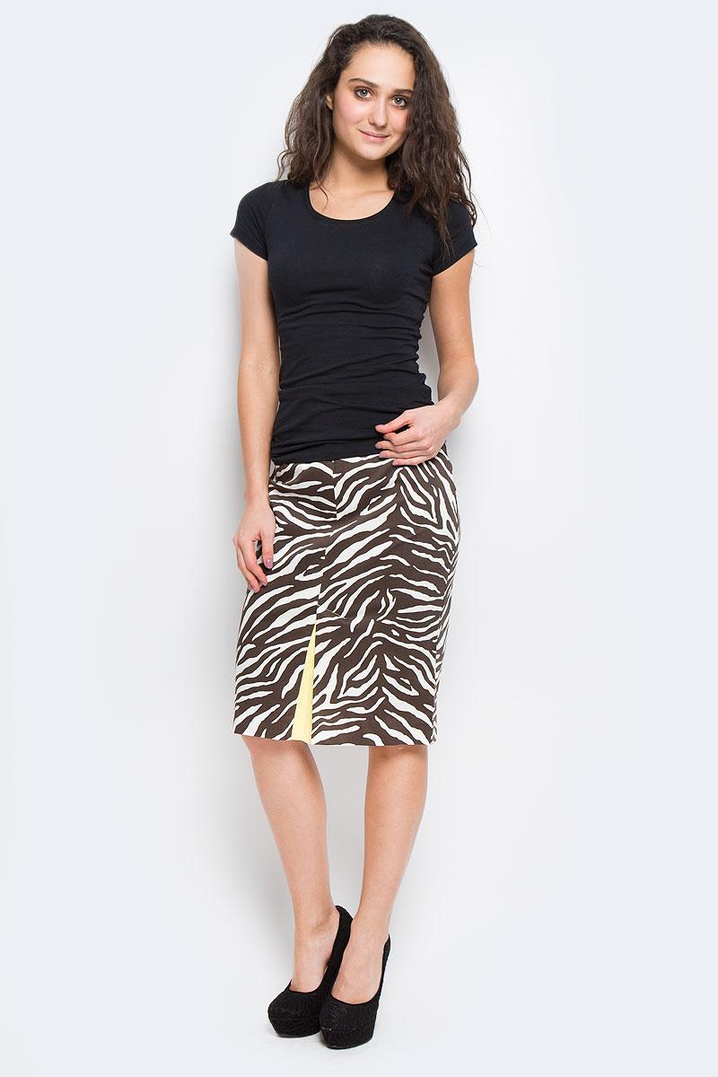 ЮбкаY6319-0098Модная юбка Yarash, изготовленная из высококачественного плотного материала, подарит ощущение радости и комфорта. Модель классического фасона, с посадкой на талии, сзади застегивается на потайную молнию. Изделие с принтом зебра дополнено актуальными разрезами со вставкой контрастного цвета - спереди и сзади. Элегантный дизайн и модный крой сделают эту вещь любимым предметом вашего гардероба. В этой юбке вы будете чувствовать себя неотразимой, оставаясь в центре внимания.