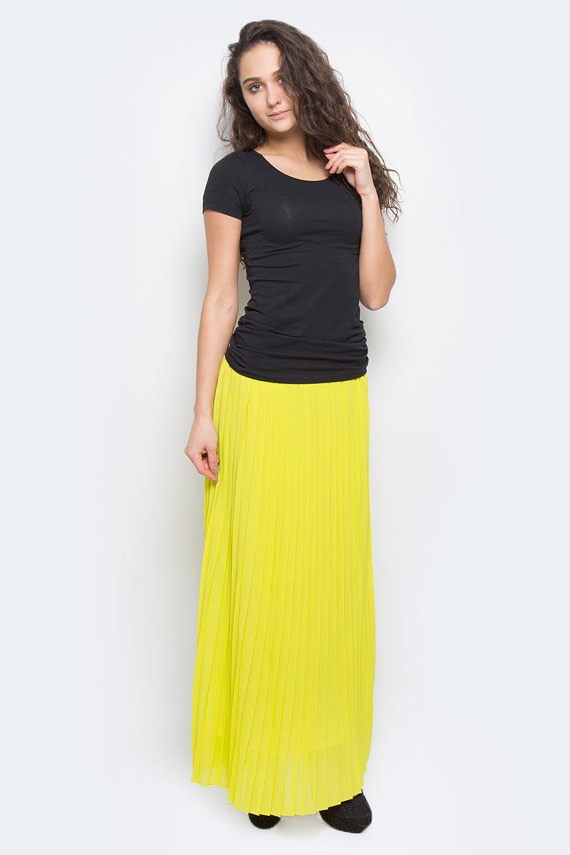 ЮбкаSK-118/356-5255Яркая юбка-макси Sela выполнена из струящегося и приятного на ощупь полиэстера. Очаровательная юбка плиссе сзади застегивается на потайную застежку-молнию. Для большего комфорта имеется подъюбник. Длинная юбка выгодно подчеркнет ваш силуэт, а благодаря однотонной расцветке она прекрасно сочетается с любыми нарядами. Стильная юбка выгодно освежит и разнообразит любой гардероб. Создайте женственный образ и подчеркните свою яркую индивидуальность!