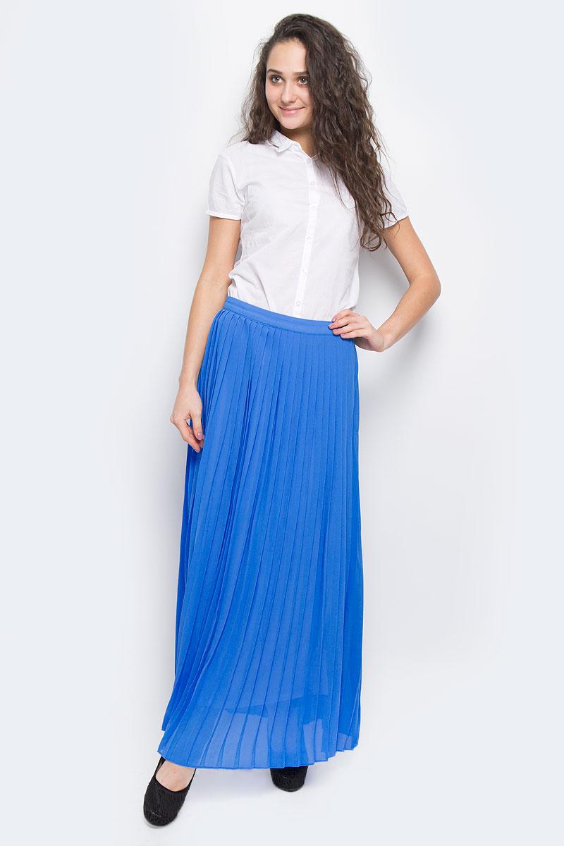 SK-118/356-5255Яркая юбка-макси Sela выполнена из струящегося и приятного на ощупь полиэстера. Очаровательная юбка плиссе сзади застегивается на потайную застежку-молнию. Для большего комфорта имеется подъюбник. Длинная юбка выгодно подчеркнет ваш силуэт, а благодаря однотонной расцветке она прекрасно сочетается с любыми нарядами. Стильная юбка выгодно освежит и разнообразит любой гардероб. Создайте женственный образ и подчеркните свою яркую индивидуальность!