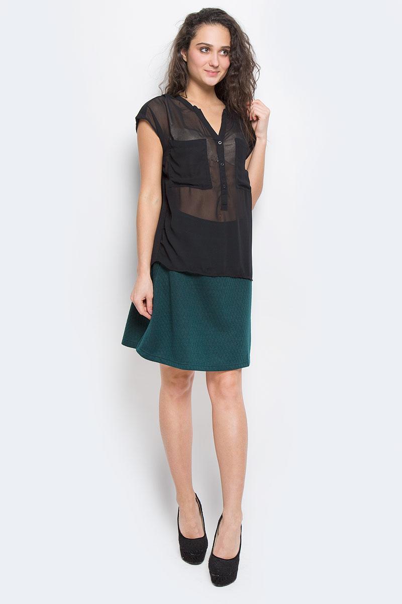 Блузка60101630 00EСтильная блузка Broadway, выполненная из высококачественного материала, - находка для современной женщины, желающей выглядеть стильно и модно. Передняя часть блузки изготовлена из полупрозрачного полиэстера, спинка - из мягкого хлопка. Модель свободного кроя с короткими рукавами и V-образным вырезом горловины будет отлично на вас смотреться. Блузка на груди застегивается на три пуговицы и имеет два накладных кармашка. Спинка удлиненная. Такая модель, несомненно, вам понравится и послужит отличным дополнением к вашему гардеробу.