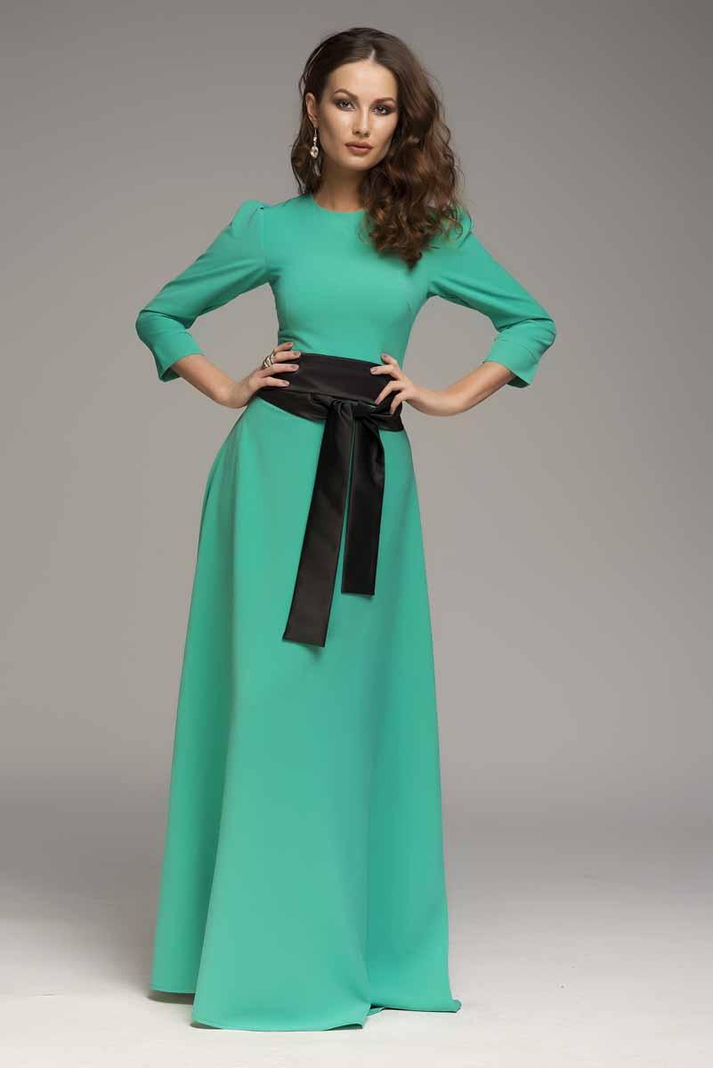 ПлатьеDM00206Платье 1001 Dress с рукавами длиной 3/4. В зоне декольте введены вытачки для лучшей посадки платья по фигуре. Потайная молния на спинке.