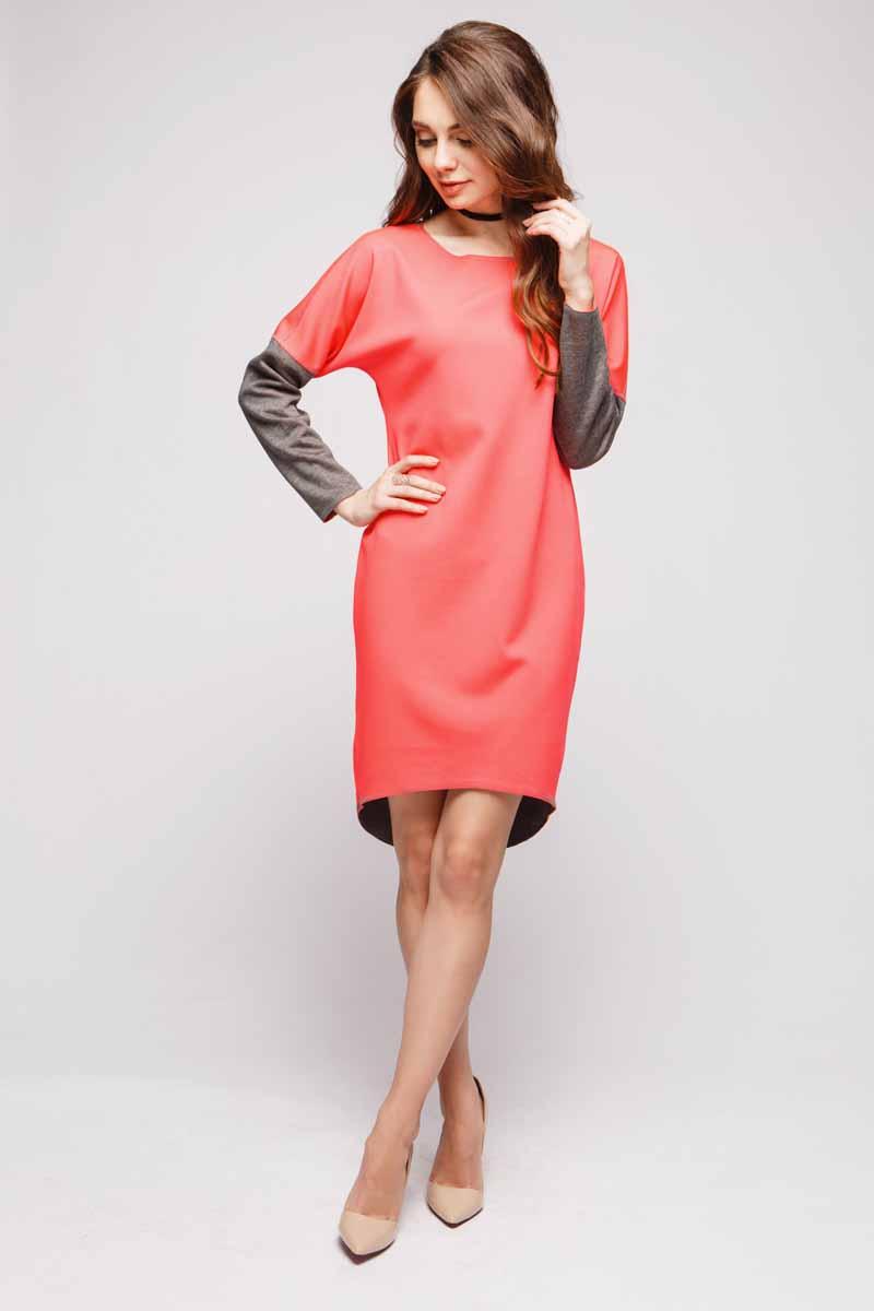 DM00480Платью от 1001 Dress обязательно найдется место в гардеробе стильных женщин, которые ценят в одежде сочетание красоты и удобства. Длинные рукава, удлиненная сзади юбка, свободный силуэт. И, наконец, главная особенность платья - носить его можно на обе стороны. Хотите - носите серой стороной, хотите - коралловой. Решать только вам.