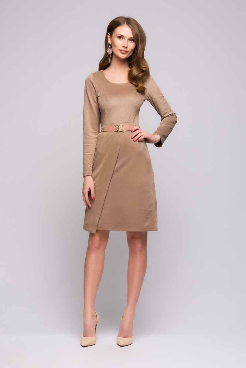 DM00684Универсальное платье 1001 Dress выполнено из искусственной замши. Приталенный силуэт, длинные рукава, интересный ассиметричный подол. Отличный вариант для офиса и прогулок.
