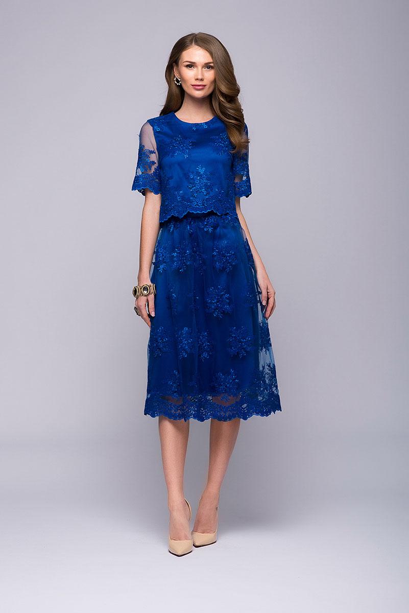 Комплект одеждыDM00Изысканная модель, которая идеально подойдет для праздника. Комплект 1001 Dress состоит из кроп-топа с коротким рукавом и присборенной юбки длины миди. Декорирован качественным кружевом.