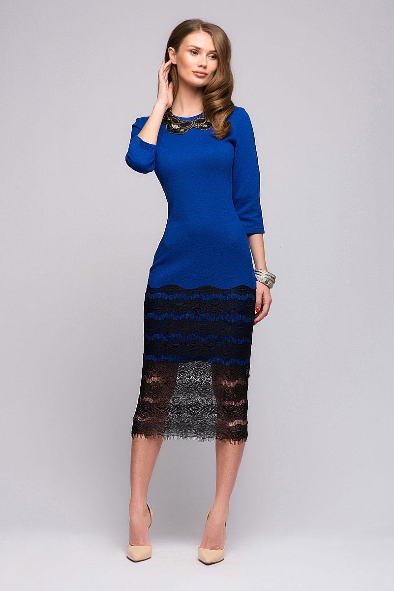 ПлатьеDM00698Потрясающее платье 1001 Dress из новой коллекции. Если вы хотите сделать будний день ярче, то это платье - настоящая находка. Глубокий цвет в сочетании с качественным кружевом, украшающим подол, отлично справятся с задачей. За счет классического покроя платья, носить его можно и на работу.