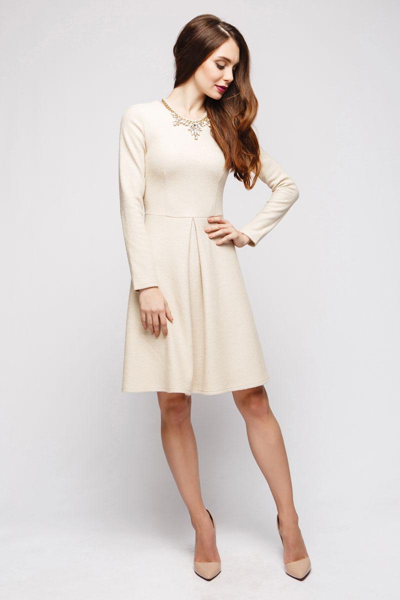 DM00708Приталенный силуэт, длинные рукава, немного расклешенная юбка. Выполнено преимущественно из вискозы. Отличное платье для повседневного осеннего гардероба.