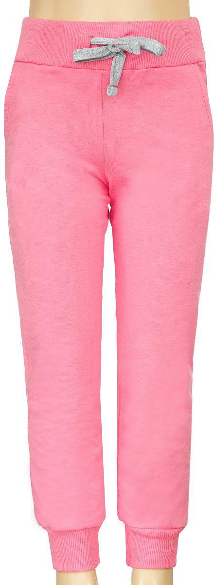 Брюки спортивныеБ1903БА-5Спортивные брюки для девочки выполнены из эластичного хлопка. Брюки на талии имеют широкую эластичную резинку, благодаря чему, они не сдавливают живот ребенка и не сползают. Объем талии регулируется с помощью шнурка. Спереди предусмотрены два втачных кармашка. Низ брючин дополнен трикотажными манжетами.