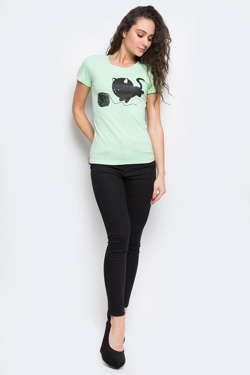 23130_КлубокЖенская футболка Todomoda Клубок, изготовленная из эластичного хлопка, тактильно приятная и не сковывает движений. Модель с круглым вырезом горловины и короткими рукавами оформлена спереди оригинальным принтом. Прекрасный подарок для себя и для подруги.
