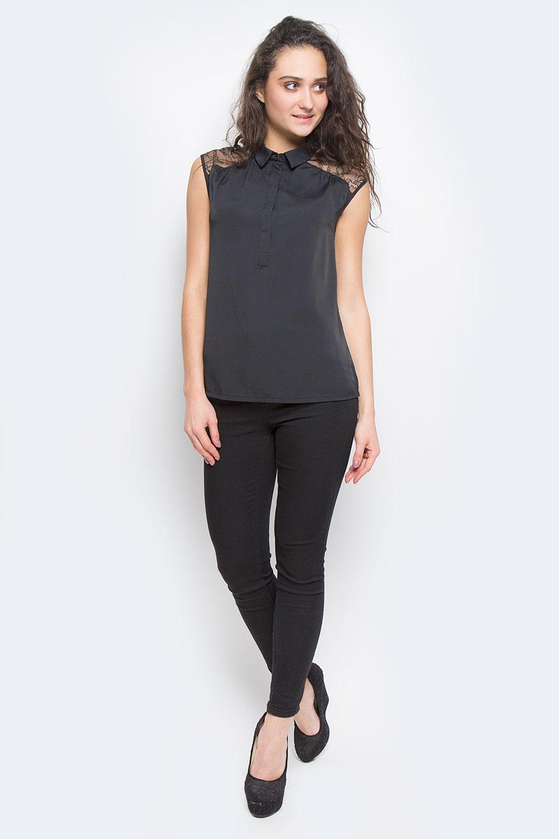 Блузка515307Элегантная блузка Savage выполнена из струящегося материала, приятного на ощупь. Модель свободного кроя с отложным воротничком и без рукавов. На груди изделие застегивается на пуговицы, скрытые планкой. Плечи и верхняя часть спинки оформлены кружевными вставками. Модная блузка займет достойное место в вашем гардеробе.