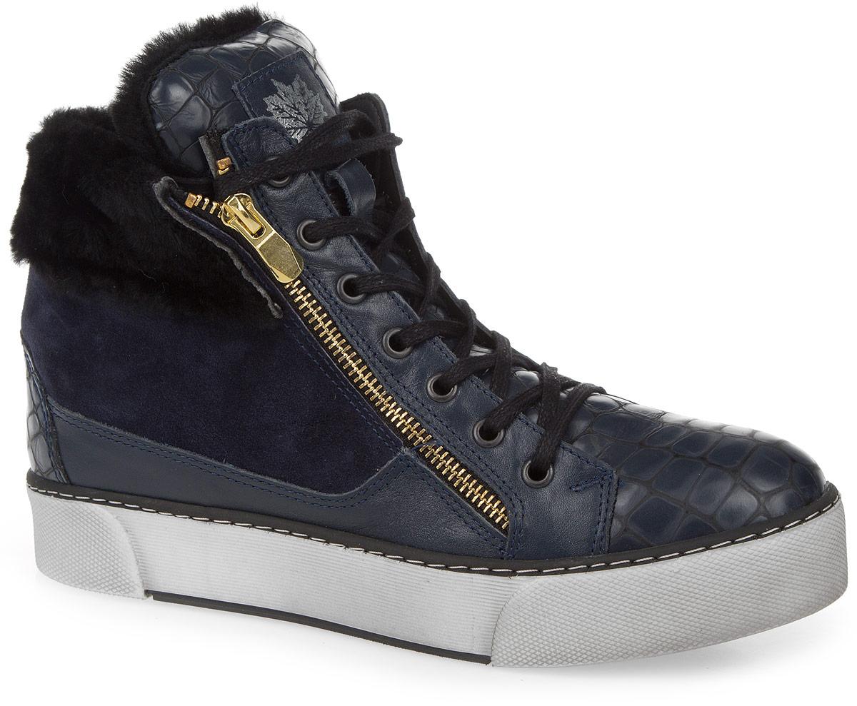 Ботинки803-14-01(M)Женские ботинки от Dino Ricci выполнены из натуральной кожи, оформленной под рептилию, со вставкой из замши. Подъем оформлен шнуровкой и декоративной молнией, боковая сторона - застежкой-молнией. По канту модель декорирована натуральным мехом. Подкладка и стелька изготовлены из натурального меха. Полимерная подошва оснащена рифлением.