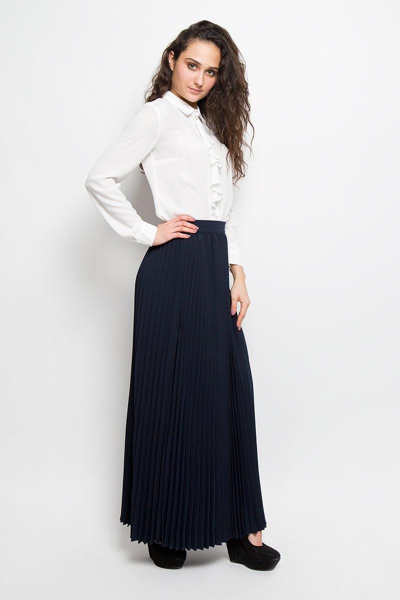 ЮбкаB475006Модная юбка-плиссе Baon, изготовленная из высококачественного материала, очень мягкая на ощупь, не раздражает даже самую нежную и чувствительную кожу и хорошо вентилируется. Модель макси длины на широком поясе. Юбка застегивается сзади на потайную молнию. В таком наряде вы, безусловно, привлечете восхищенные взгляды окружающих.