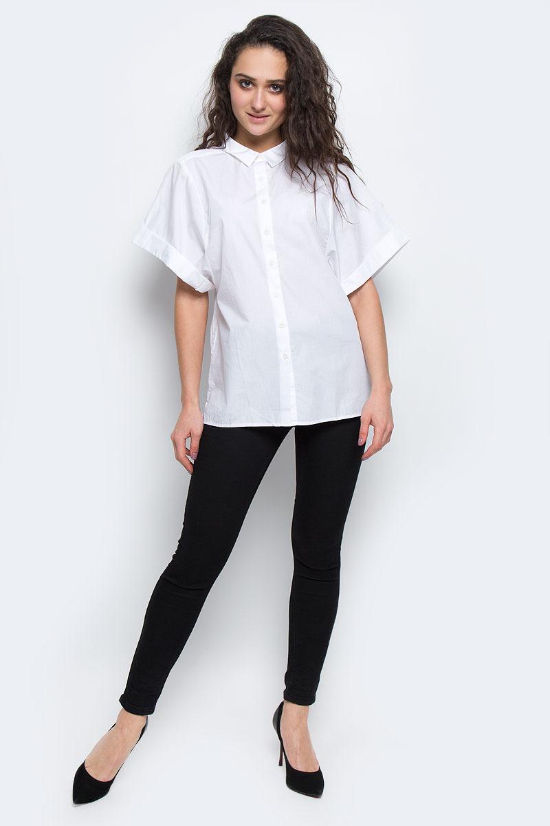 БлузкаP-115/423-5173Стильная женская блуза Calvin Klein, выполненная из высококачественного 100% хлопка, подчеркнет ваш уникальный стиль. Одежда, выполненная из хлопка, обладает высокой теплопроводностью, воздухопроницаемостью и гигроскопичностью, позволяет коже дышать. Блузка свободного кроя с широкими короткими рукавами и отложным воротником застегивается на пуговицы. Рукава дополнены оригинальными отворотами. Снизу блузка дополнена небольшой металлической эмблемой с логотипом производителя. Такая блузка будет дарить вам комфорт в течение всего дня и послужит замечательным дополнением к вашему гардеробу.