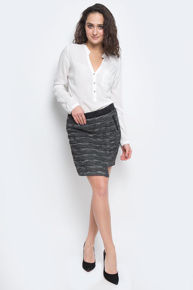 10153192 821Замечательная юбка-мини Broadway в горизонтальную полоску - то, что нужно для соблазнительного наряда! Изготовлена из полиэстера с добавлением хлопка. Модель оснащена дополнительным запахом. Ярким акцентом являются два ложных врезных кармашка и эластичная резинка, оформленные кожей. Эта юбка непременно подчеркнет красоту ваших ног и заставит окружающих с восторгом оглядываться в след своей обладательнице.