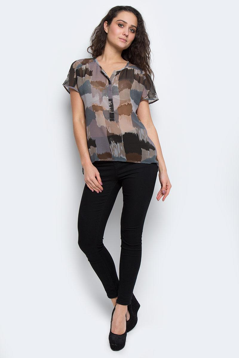 60101965 51DМодная и стильная блузка Broadway из струящегося полупрозрачного материала благодаря своей универсальности идеально впишется в любой гардероб. Модель свободного кроя без рукавов с V-образным вырезом горловины, застегивается на потайные пуговицы, скрытые под полочкой до середины длины изделия. Спинка удлиненная. Такая модель, несомненно, понравится ее обладательнице и послужит отличным дополнением к гардеробу.