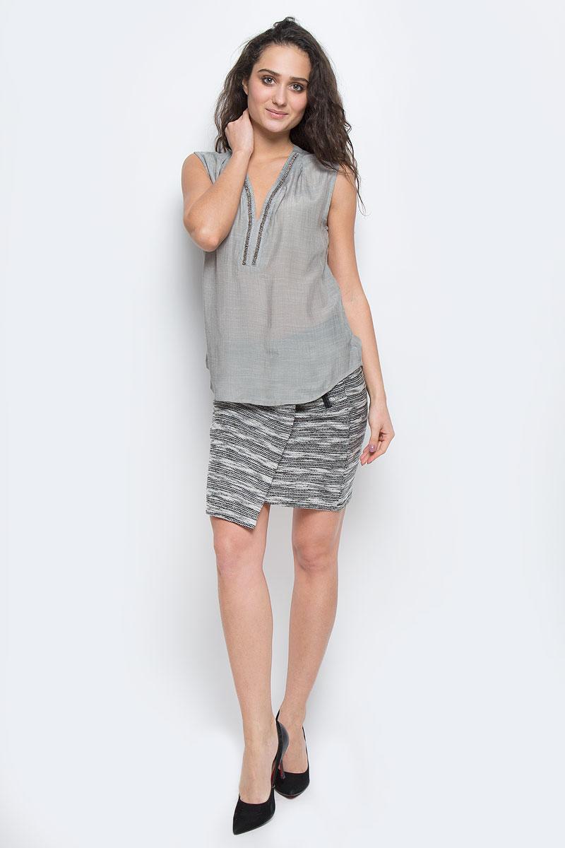 Блузка10153993 856Стильная женская блуза Broadway, выполненная из 100% полиэстера, подчеркнет ваш уникальный стиль и поможет создать оригинальный женственный образ. Блузка без рукавов с V-образным вырезом горловины спереди оформлена вышивкой блестящим бисером. Легкая блуза идеально подойдет для жарких летних дней. Такая блузка будет дарить вам комфорт в течение всего дня и послужит замечательным дополнением к вашему гардеробу.