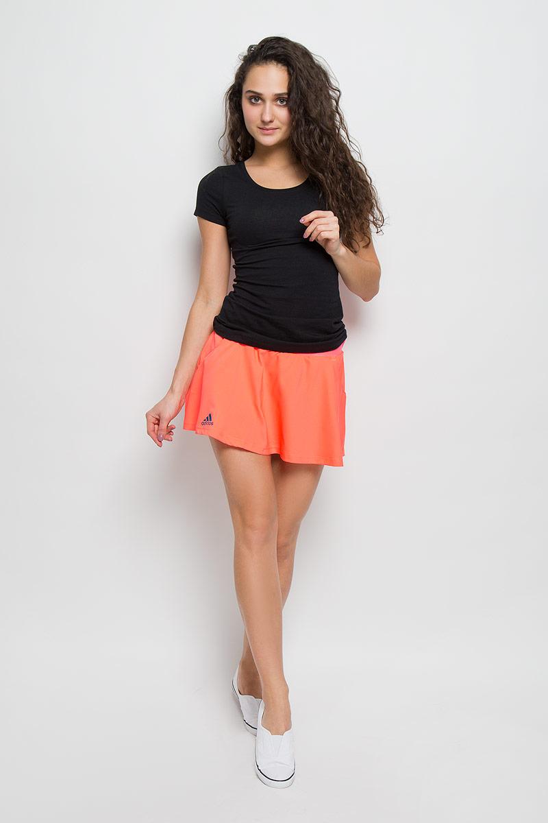 AX8138Юбка adidas Club Skort. Комфорт юбки для тех, кто ведет бескомпромиссную игру.
