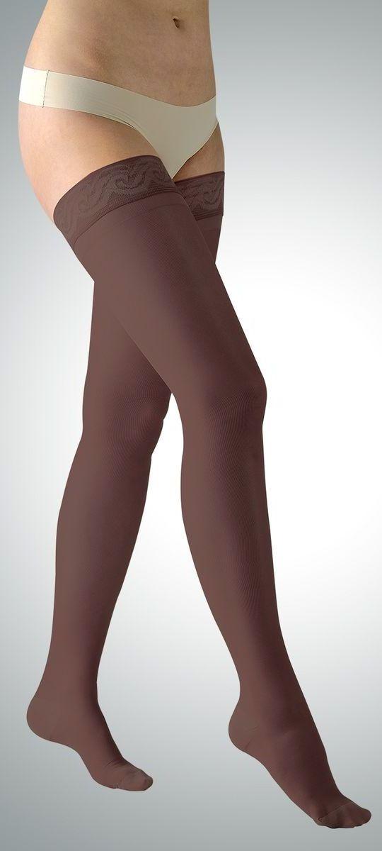 Чулки220-8001_longЛечебные компрессионные чулки первого класса компрессии Avicenum 140 позволяют устранять проявления развивающейся венозной недостаточности и снимать ощущения усталости и напряжения в ногах. Изделие имеет удобную и комфортную резинку, усиленные пятку и носок. Начальные симптомы: весьма значительные вены под кожей на ногах; расширенные вены до 5 см; жжение, отек и т.д. стопы и голеностопного сустава, боль в ногах после статической нагрузки (стоя или сидя); отеки ног или лодыжки вблизи второй половине дня. Класс компрессии: первый