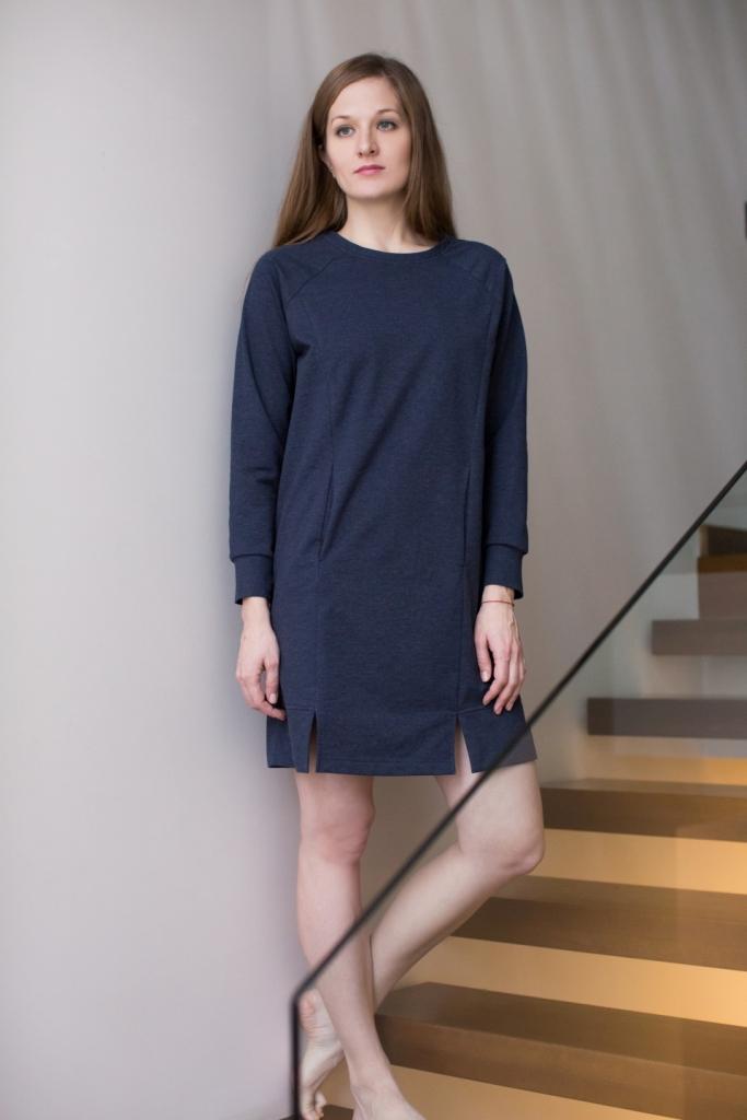 160001Домашнее платье Marusя выполнено из хлопка с добавлением эластана. Модель средней длины с длинными рукавами имеет круглый вырез горловины. Спереди изделие оформлено двумя втачными карманами.
