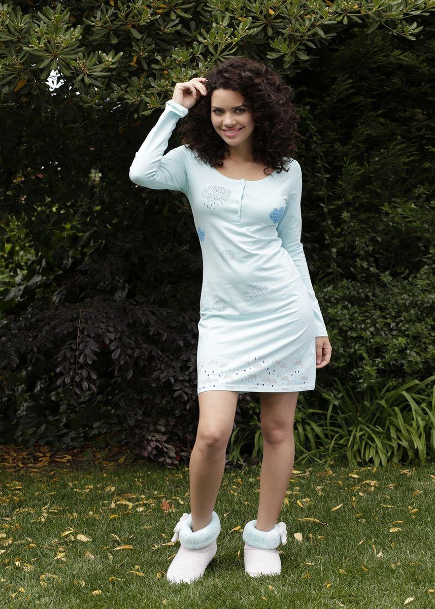 Платье домашнее316057Домашнее платье Hays Облака выполнено из хлопка с добавлением эластана. Платье с круглым вырезом горловины и длинными рукавами спереди застегивается на пуговицы. Оформлено изделие оригинальным принтом.
